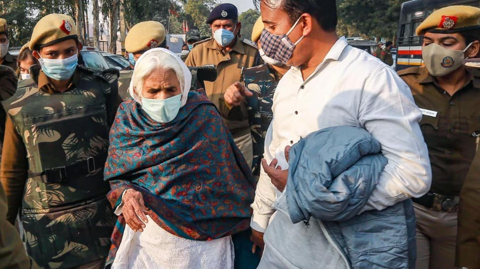 Dilli Chalo protest: Shaheen Bagh's Bilkis Dadi comes out to support agitating farmers; detained by Police, released later