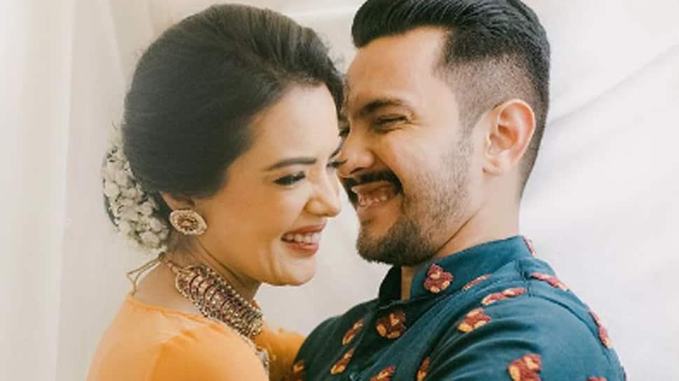 Aditya Narayan marries Shweta Aggarwal in Mumbai, first pics go viral!