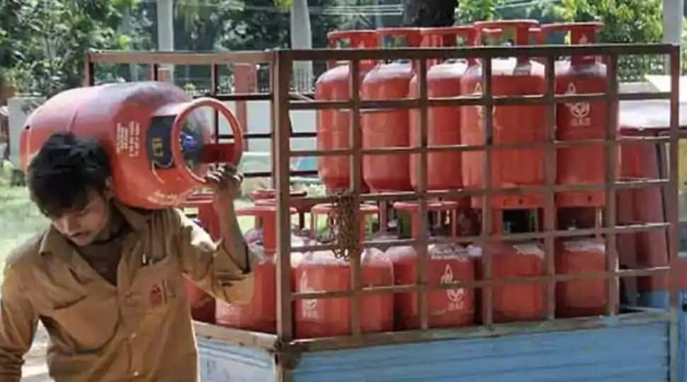 Cashback of upto Rs 500 on booking of gas cylinders from Paytm; here's how