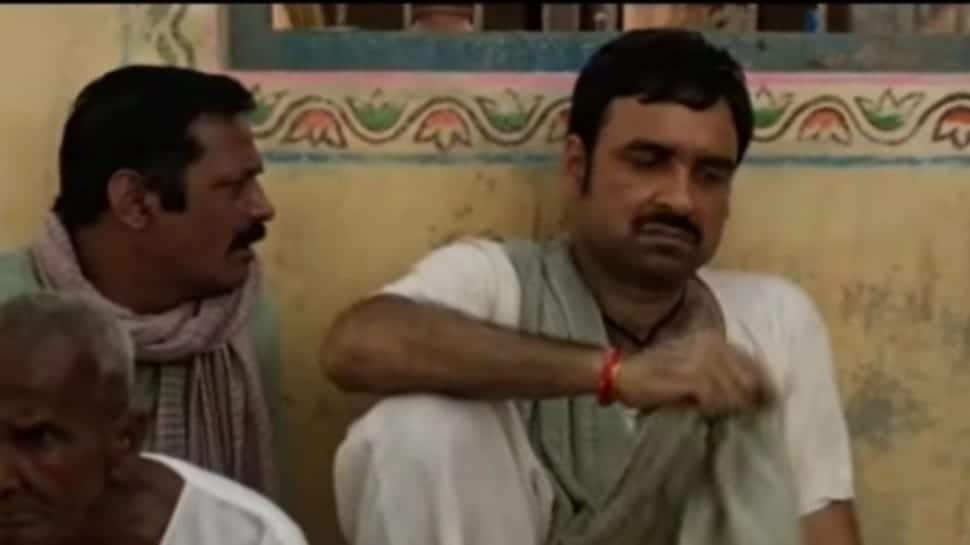 'Kaagaz' trailer shows Pankaj Tripathi tussle with system to prove he's alive; watch | Movies News | Zee News