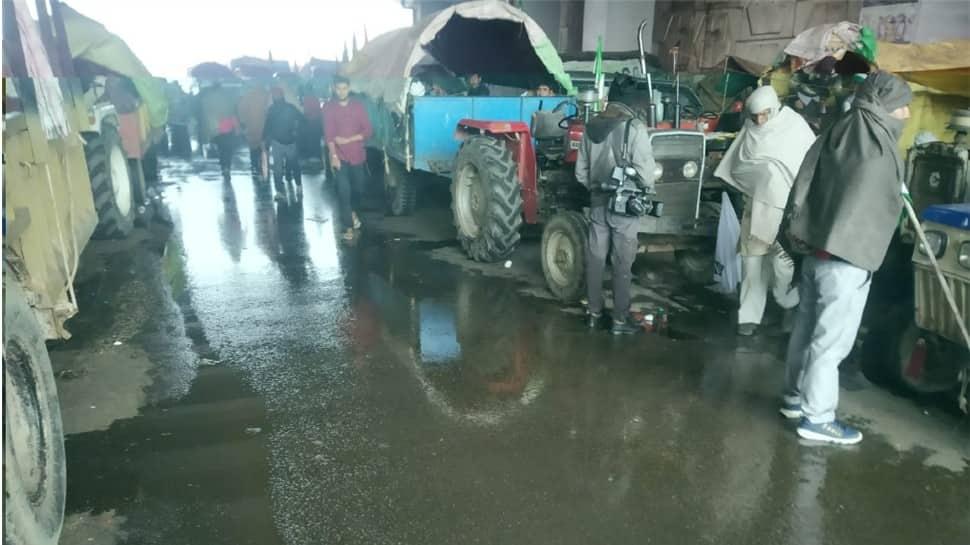 Heavy rain, cold at Delhi border cause inconvenience to protesting farmers