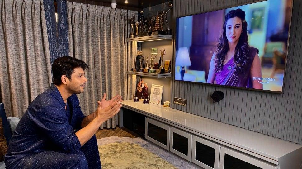 Bigg Boss 13 winner Sidharth Shukla watches Tandav, praises Gauahar Khan and netizens can't keep calm!