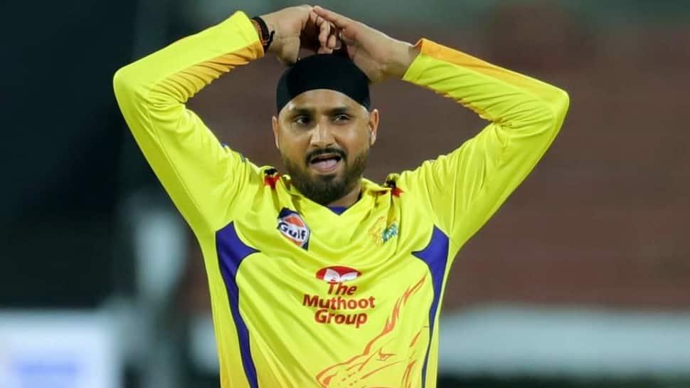IPL 2021: चेन्नई सुपर किंग्स ने ऑफ स्पिनर हरभजन सिंह को रिलीज किया