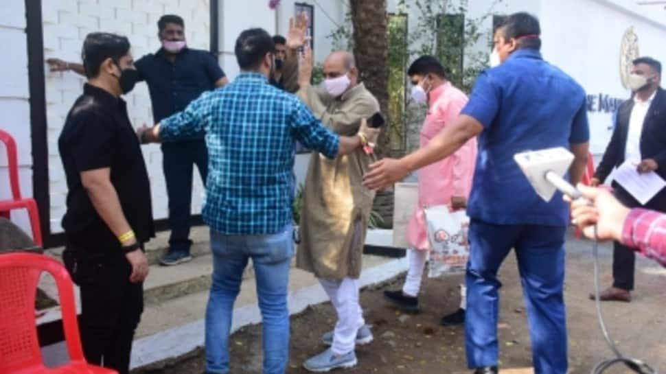 Varun Dhawan-Natasha Dalal wedding: Pandits arrive at Alibaug venue for ceremony