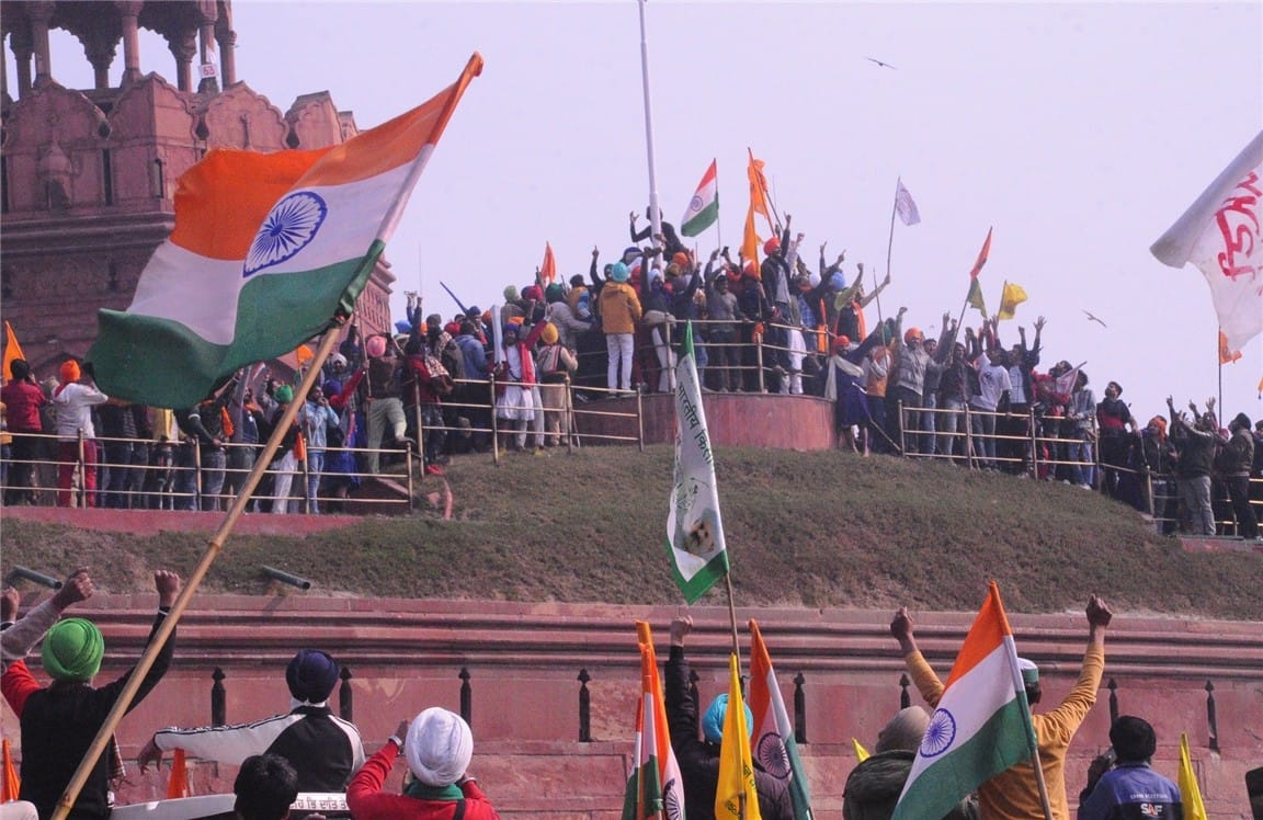 Police removed protesting farmers from Red Fort premises