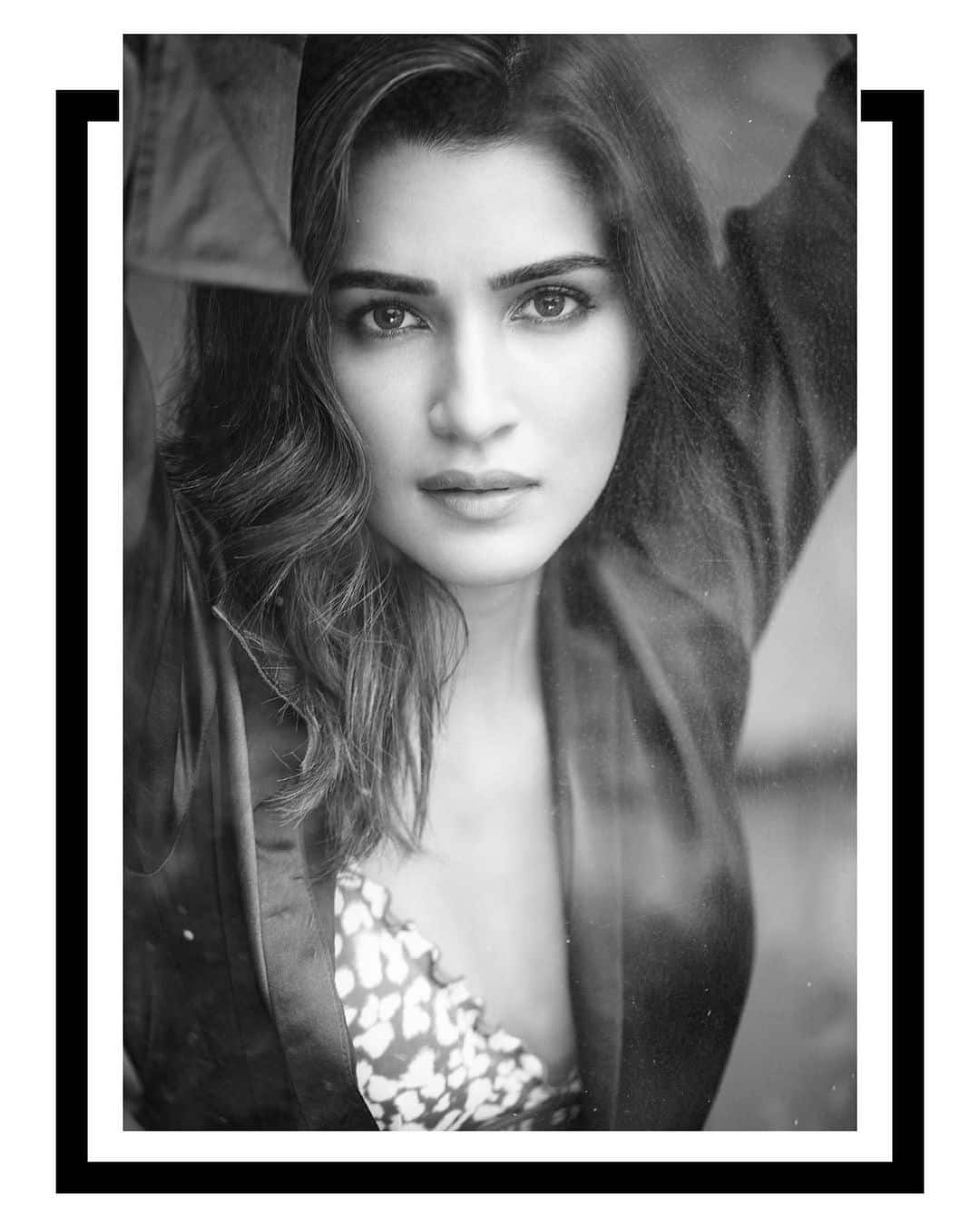 Kriti Sanon leaves fans mesmerised with her simple yet stunning looks