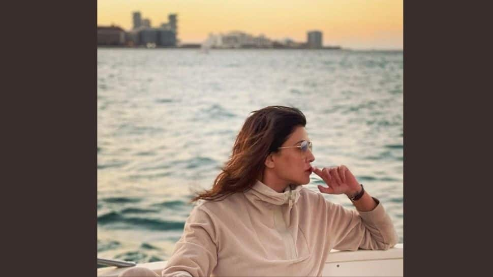 Amid breakup rumours with boyfriend Rohman Shawl, Sushmita Sen shares a solo pic - Zee News