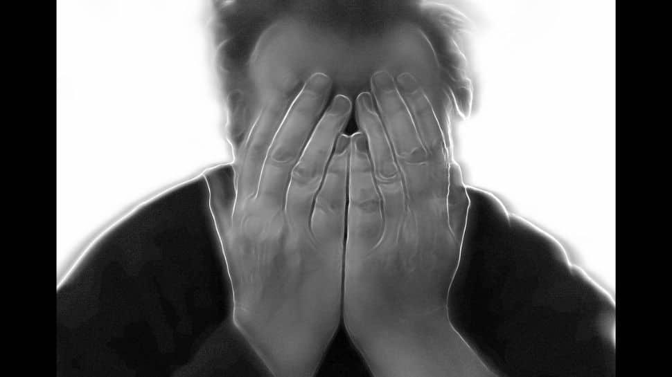 Irregular sleep schedules linked to depression - Zee News