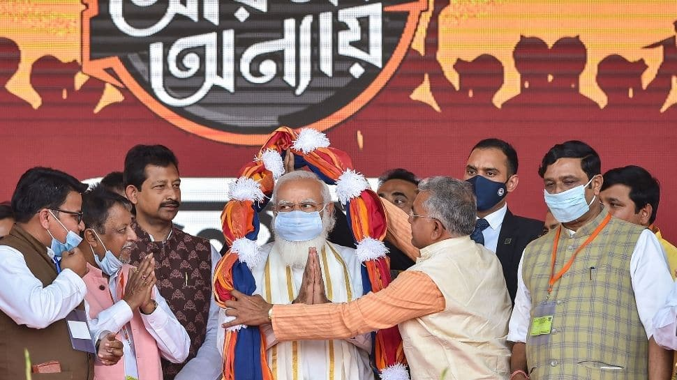 Commencing the rally with greeting to the Prime Minister Narendra Modi