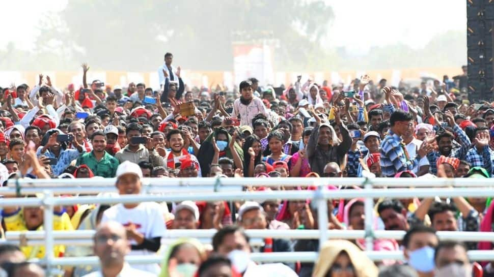 Crowd rejoices at Modi's 'Dilli ab door nahi' statement