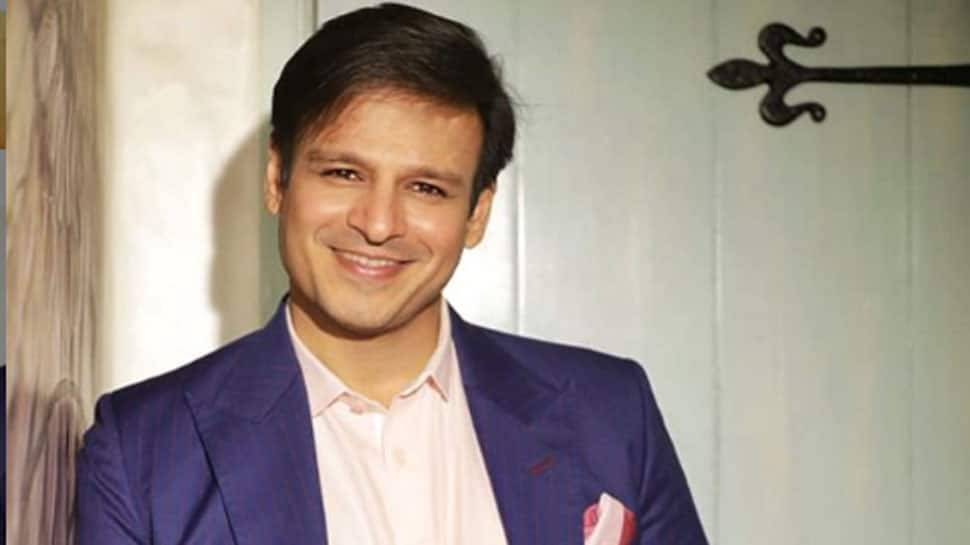 Vivek Oberoi flashes his challan for not wearing helmet on Valentine's Day, tags Mumbai police in Pawri Ho Rahi Hai viral trend video