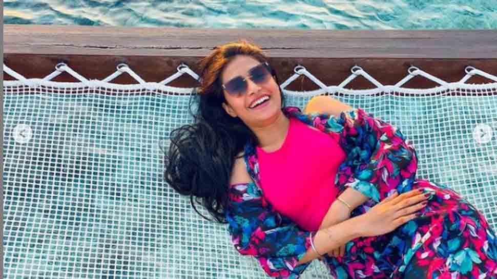 Cricketer Yuzvendra Chahal`s wife Dhanashree Verma shares stunning video in black bikini from Maldives vaca... - Zee News