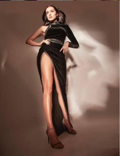 Shraddha looks smoking in a thigh-high black slit dress