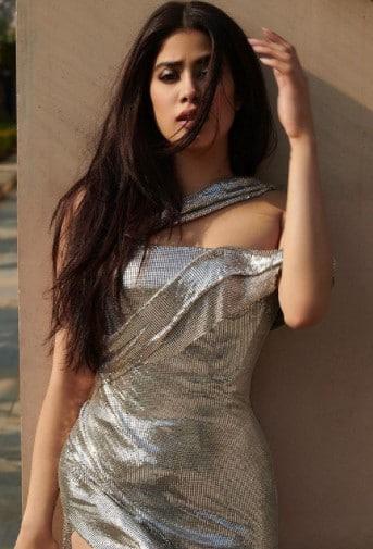 Janhvi looks sensuous in this silver dress