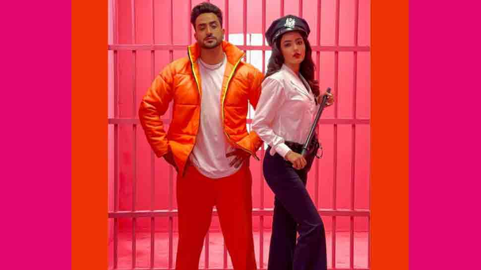 Jasmin Bhasin catches rumoured boyfriend Aly Goni red-handed flirting in this funny BTS clip