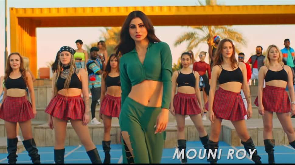 Mouni Roy burns the dance floor in Patli Kamariya song, shows off her smouldering side - Watch