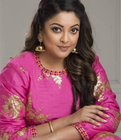 Tanushree Dutta looks pretty in pink