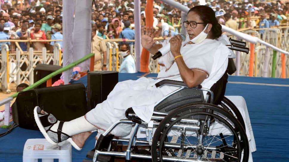 Centre selling government assets, only PM's 'factory of lies' will remain: Mamata Banerjee