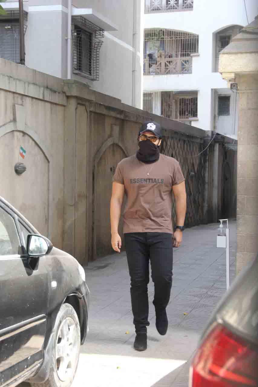 Arjun Kapoor at Malaika Arora's mother's house