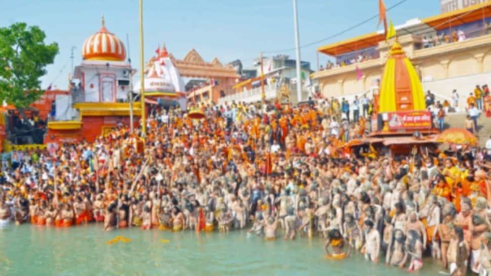 Devotees throng  Har ki Pauri