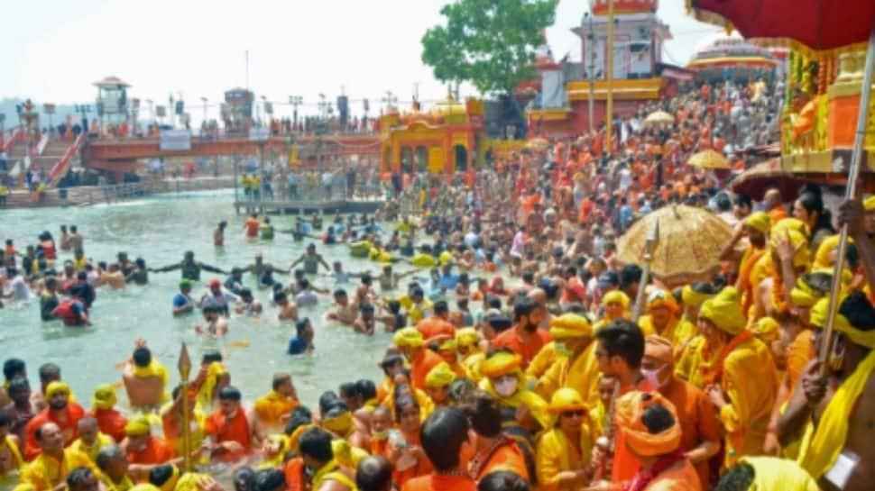 Devotees take holy dip during Shahi Snan