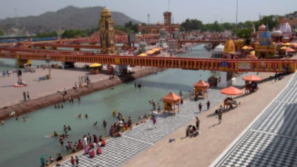 Kumbh devotees at Har Ki Pauri