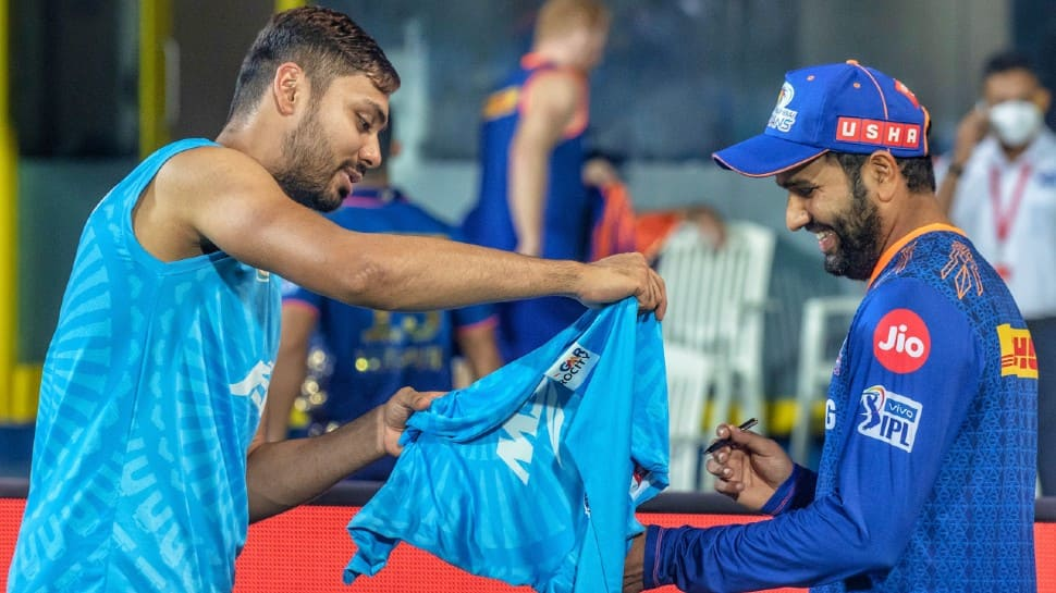 IPL 2021: Rohit Sharma obliges 'fan' Avesh Khan with autograph after Mumbai Indians loss