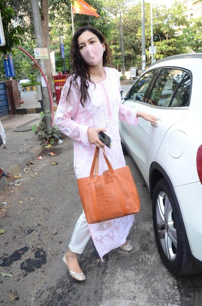 Gauahar Khan spotted at a supermarket in Lokhandwala