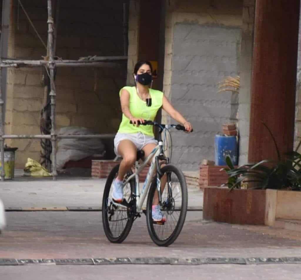 Janhvi Kapoor grabs eyeballs in neon t-shirt
