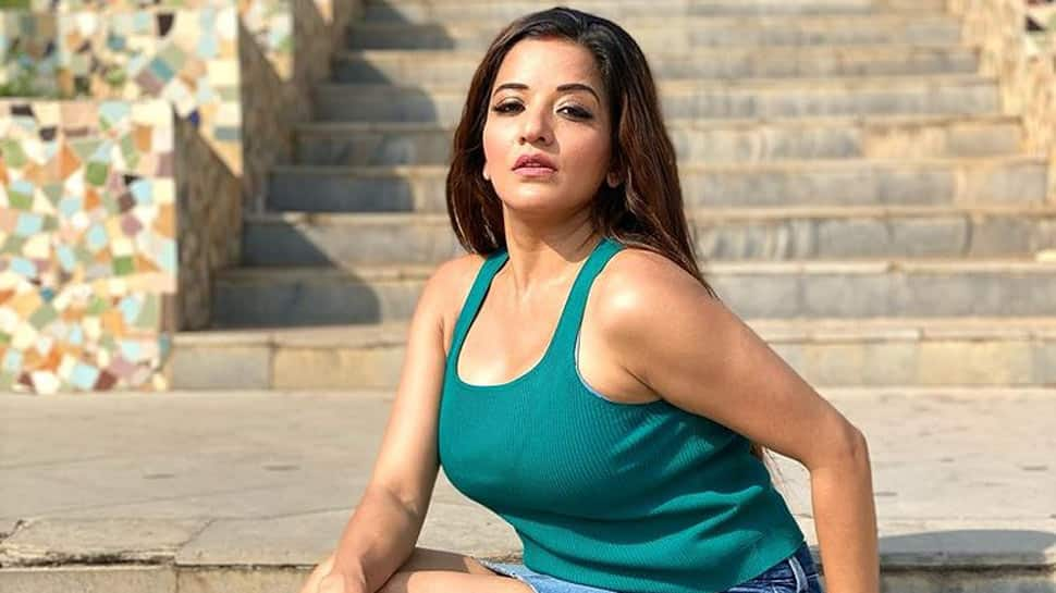 Bhojpuri sensation Monalisa poses in a backless co-ord set, pics go viral!