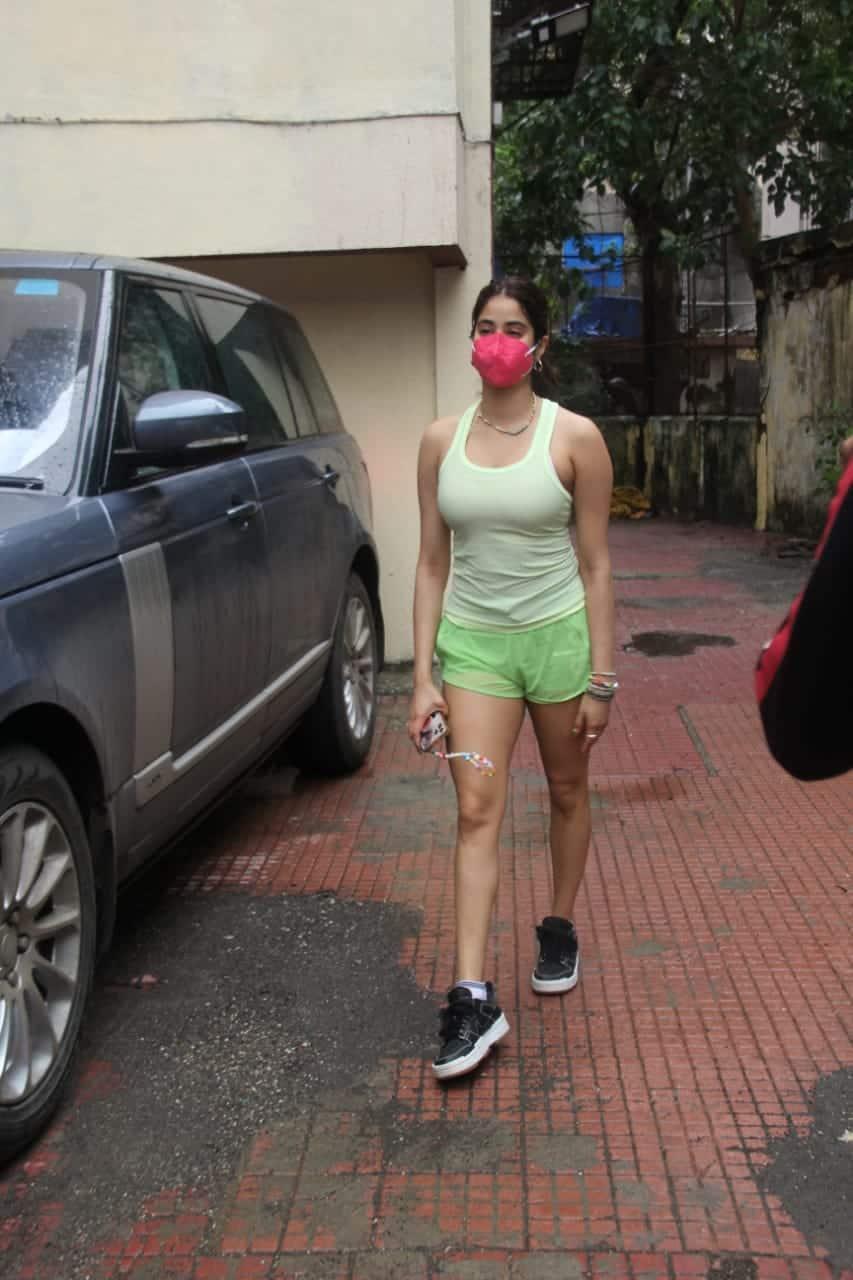 Janhvi's cousin Shanaya Kapoor is all set to make her Bollywood debut