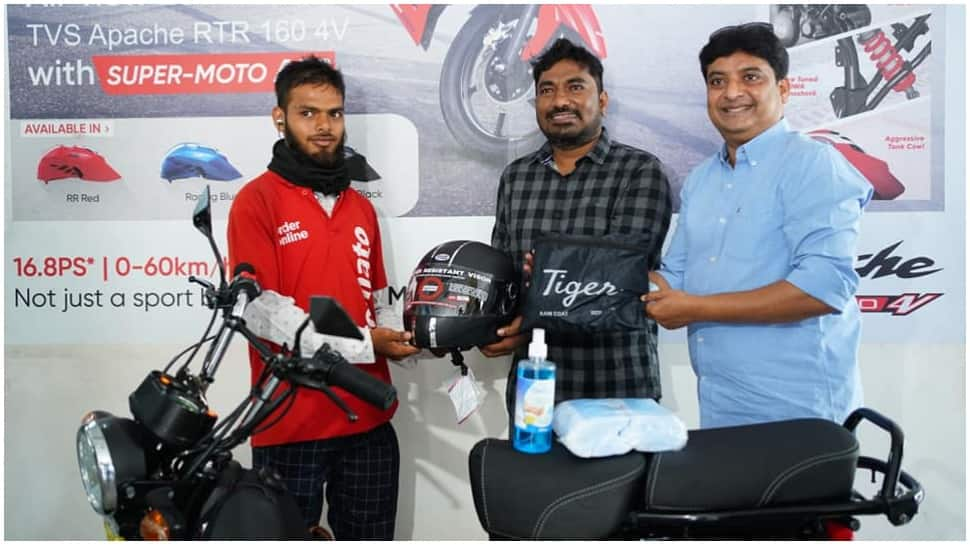 Hyderabad Food lovers gift motorbike to Zomato delivery man