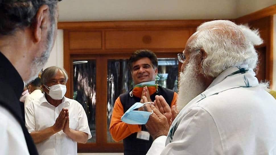 PM Modi meets J&K leaders talks about polls