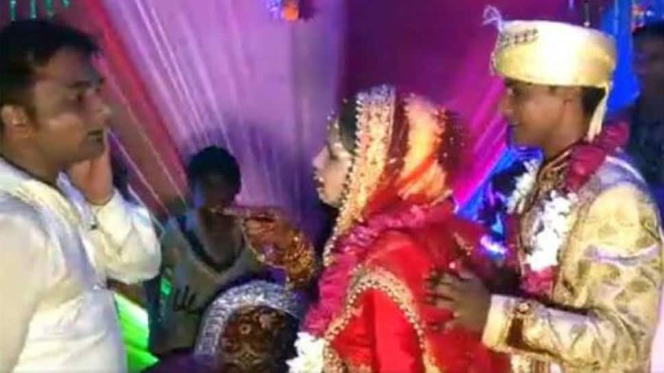 Viral video: Dulhan ka 'Thappad'! Bride slaps a man on-stage who tries to lift her, 'clueless' groom has an epic reaction – Watch