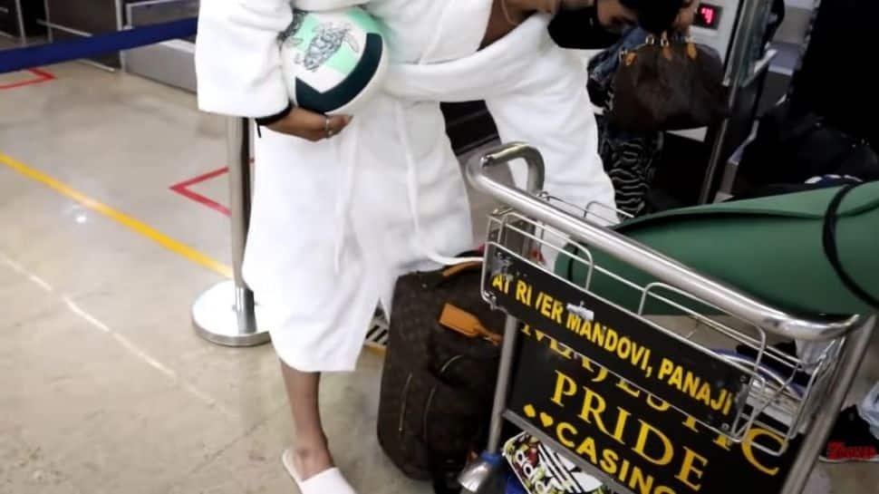'Kumkum Bhagya' actor Zeeshan Khan tries to board Air India flight in bathrobe - Watch viral video!