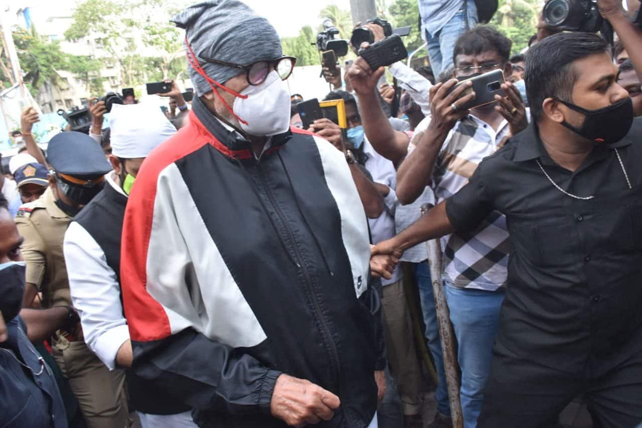 Amitabh Bachchan arrives at Dilip Kumar's funeral