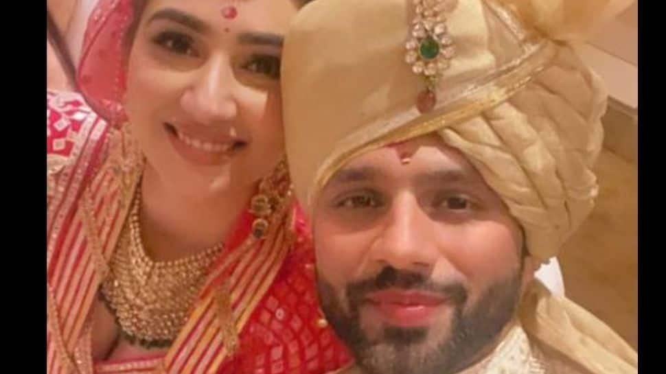 Rahul Vaidya-Disha Parmar look picture-perfect in FIRST selfie as 'Mr and Mrs Vaidya'!