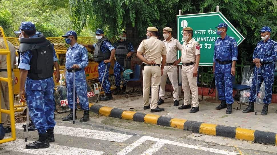 Delhi Police keeps vigil at Jantar Mantar