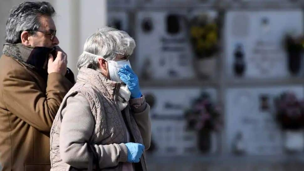 CDC urges vaccinated people to wear masks again in the United States thumbnail