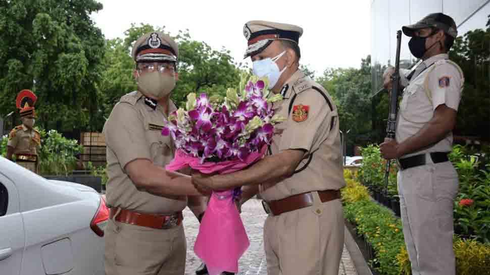 Rakesh Asthana takes charge as Delhi CP, to focus on core policing, teamwork thumbnail