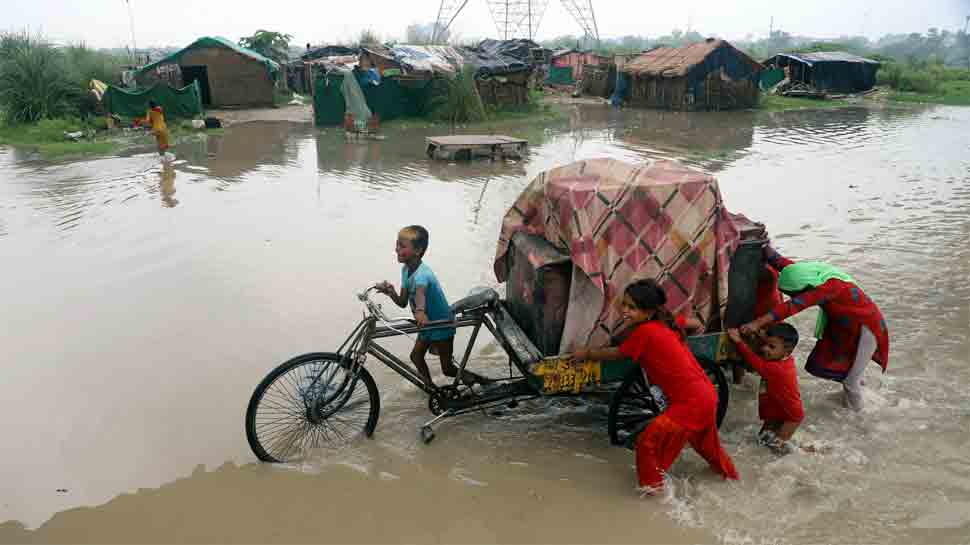 Yamuna river in Delhi breaches danger mark, people shifted to shelter homes thumbnail