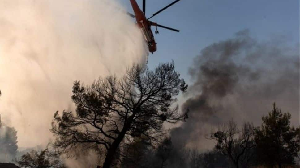 Water-dropping planes and helicopters to the rescue