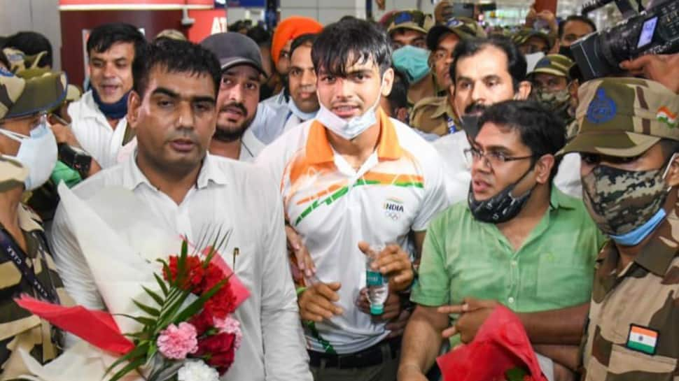 Tokyo Olympics gold medallist Neeraj Chopra gets mobbed by hundreds of fans despite tight security - WATCH