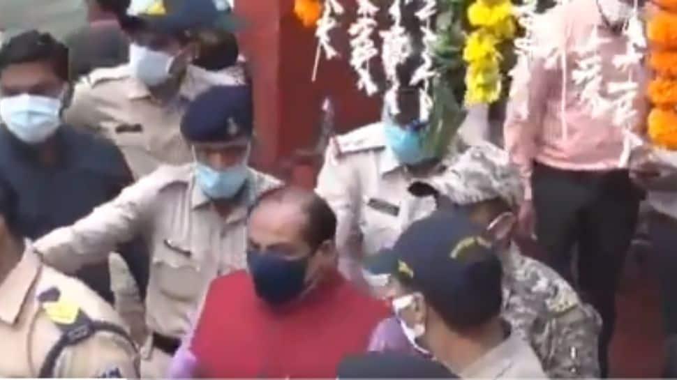 Watch: Police throw out senior BJP leader from Jyotiraditya Scindia's Jan Ashirwad event