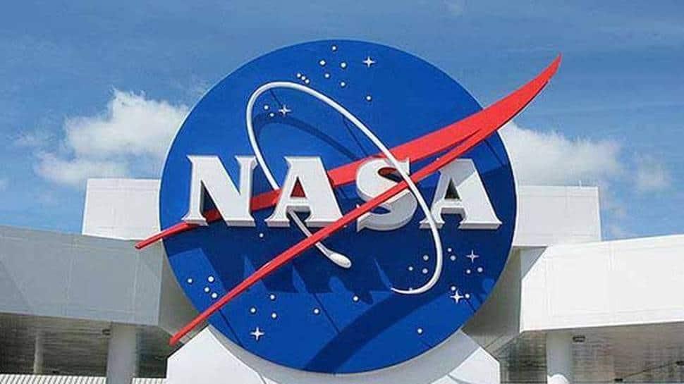 NASA halts work on lunar lander by SpaceX after Blue Origin files suit thumbnail