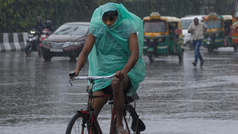 Delhi-NCR wake up to rains and thunderstorms, traffic affected due to waterlogged roads