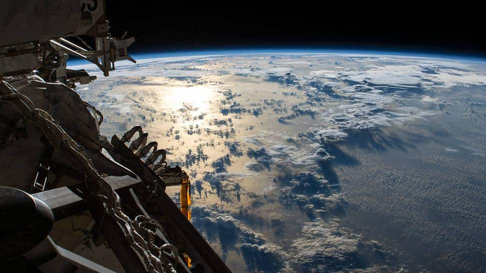 Breathtaking! Sun's reflection on Pacific Ocean, video captured by NASA from outer space - Watch thumbnail