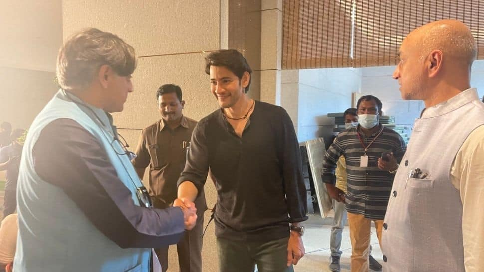 What a delightful personality, writes Shashi Tharoor after meeting Mahesh Babu