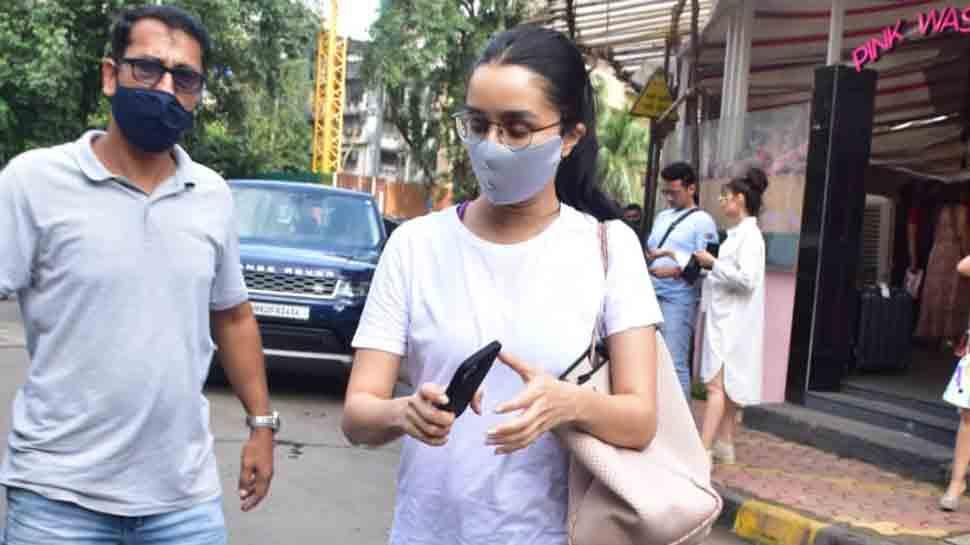 Gareeb ki madad nahi kar sakti: Shraddha Kapoor trolled for ignoring poor man asking for alms