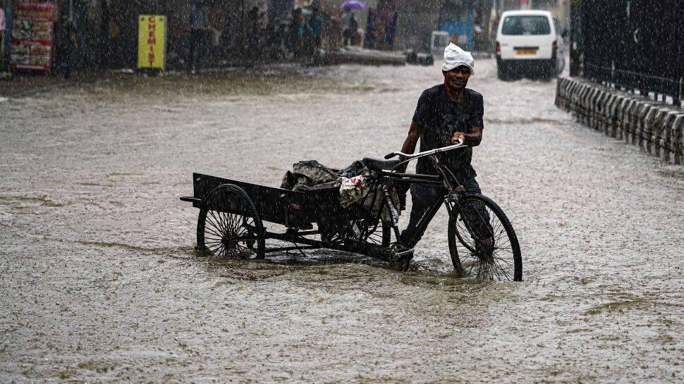 Delhi navigates waterlogged streets